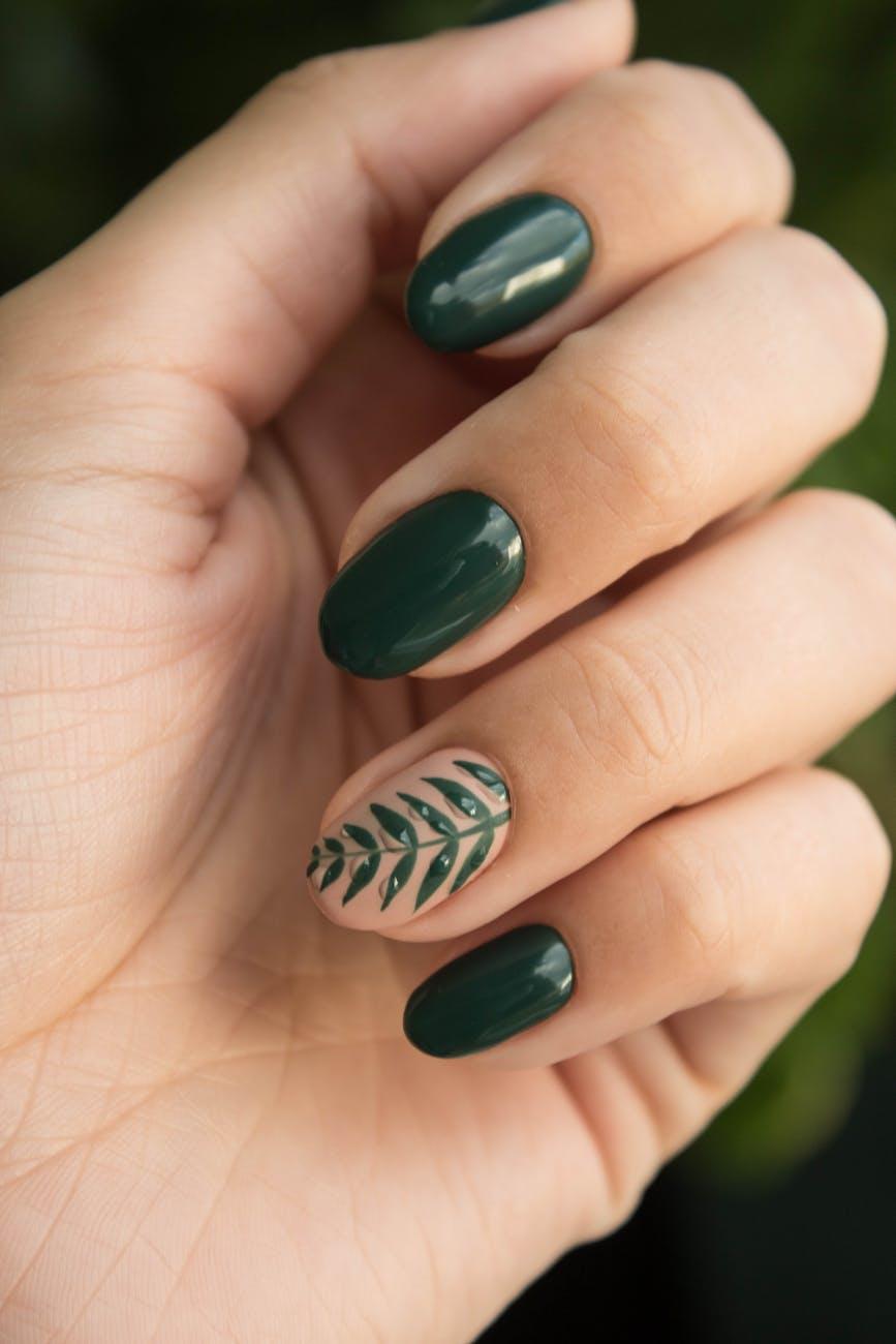 Comment faire sécher son vernis à ongles plus rapidement ?