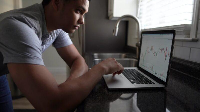Carrière de trader à temps partiel : une solution pour arrondir ses fins de mois ?