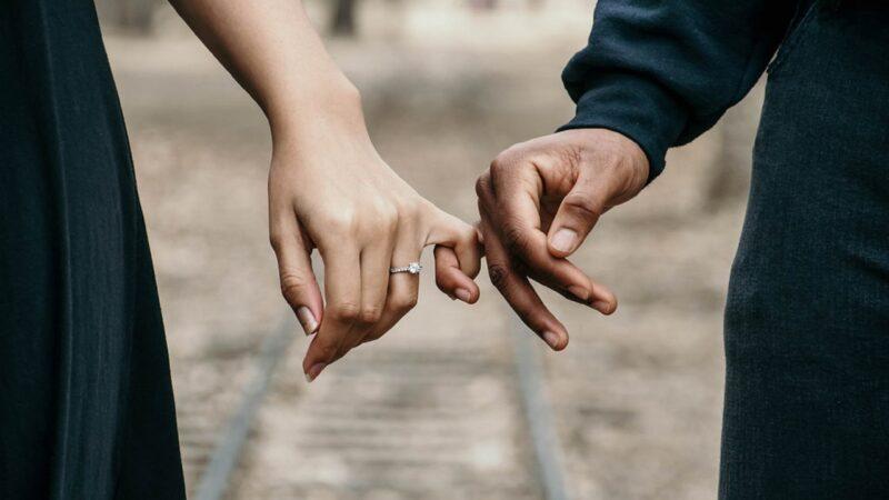 Relation karmique : ces rencontres qui marquent les âmes